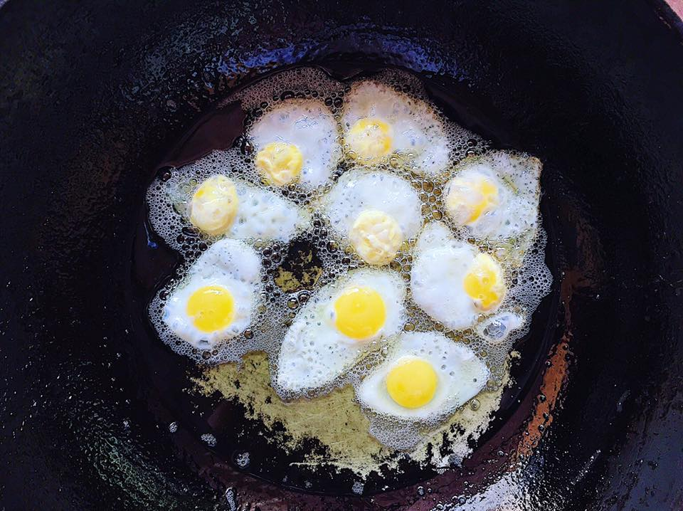 Mách bạn cách làm món trứng cút ốp la sốt chua ngọt đòi hỏi sự kiên trì 'cực độ' nhưng hương vị ngon miễn chê