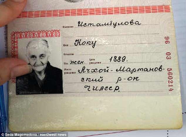 Giới chức thông tin tất cả các tài liệu về cụ đã bị mất trongChiến tranh Chechnya lần thứ hai (từ năm 1999 đến năm 2009). Giấy tờ hiện tại cho thấy cụ sinh năm 1889. Ảnh:Seda Magomadova/east2west news