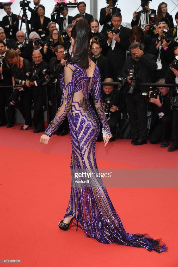 Thảm đỏ Cannes ngày 9: Vũ Ngọc Anh hở bạo với váy xuyên thấu khiến nhiếp ảnh quốc tế không rời mắt
