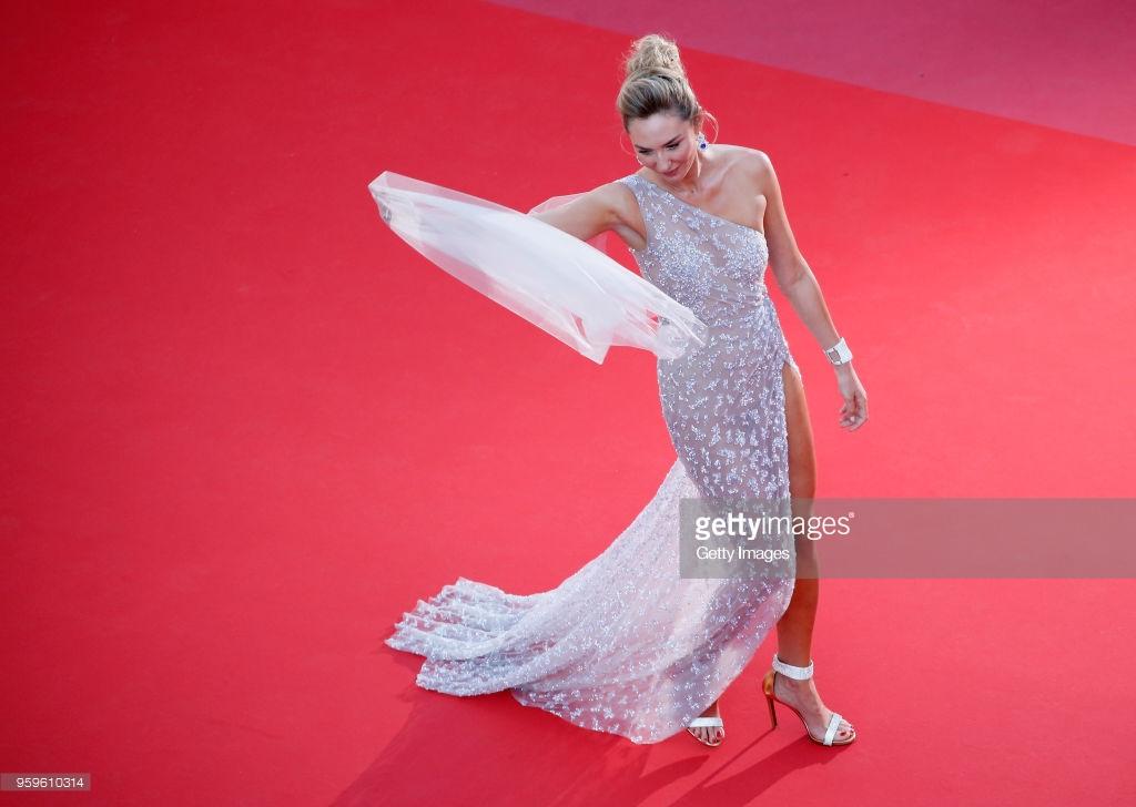 Ngôi sao truyền hình Farrah Abraham khoe ngực khủng với dàn mỹ nhân chân dài trên thảm đỏ Cannes