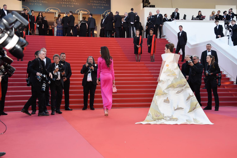 Lý Nhã Kỳ mang Vịnh Hạ Long catwalk thảm đỏ Cannes 2018