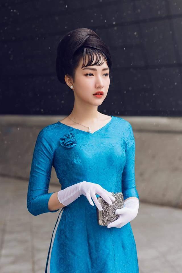 Còn nhớ, bộ ảnh street style tại Tuần lễ thời trang Seoul của 'nàng thơ xứ Huế' Ngọc Trân cũng là một sản phẩm của Mì Gói cùng cộng sự.