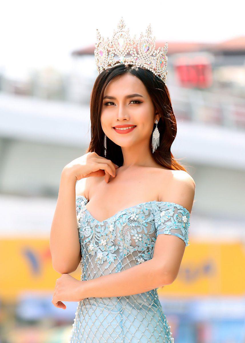 Cư dân mạng ráo riết 'truy tìm' thông tin về Hoa hậu chuyển giới xuất hiện tại The Voice 2018