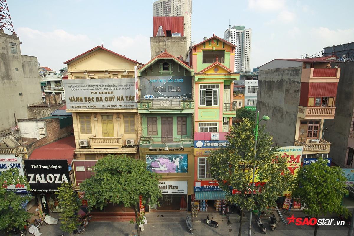 Hàng ngày chúng ta vẫn phàn nàn chuyện những tấm biển quảng cáo treo khắp nơi hay màu sắc các tòa nhà không đồng đều làm kiến trúc chung của thành phố trở nên lộn xộn. Vậy nhưng khi nhìn từ trên cao, mọi thứ dường như trở nên dễ chịu hơn một chút.