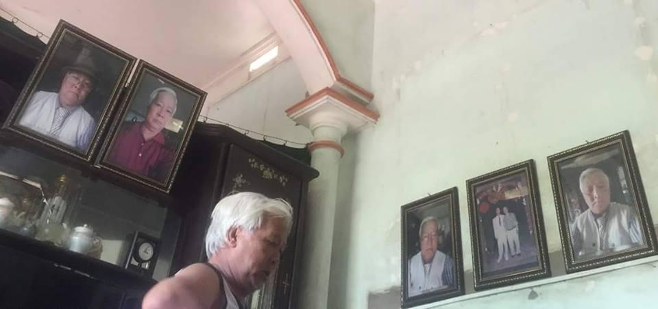 Ngôi nhà đầy rẫy những bức ảnh selfie của bố. Ảnh: Linh Linh.
