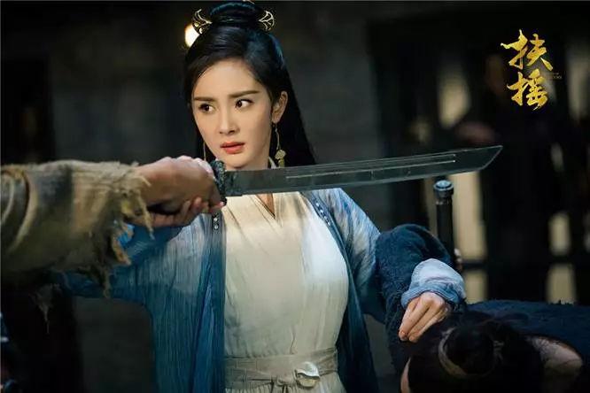 Chết cười khi Đich Lệ Nhiệt Ba được đại boss tặng giày và cái kết không ngờ trong phim Nghìn lẻ một đêm