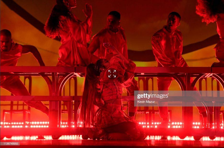 Tổng Hợp ảnh Lung Linh Từ Sweetener World Tour đ 234 M đầu