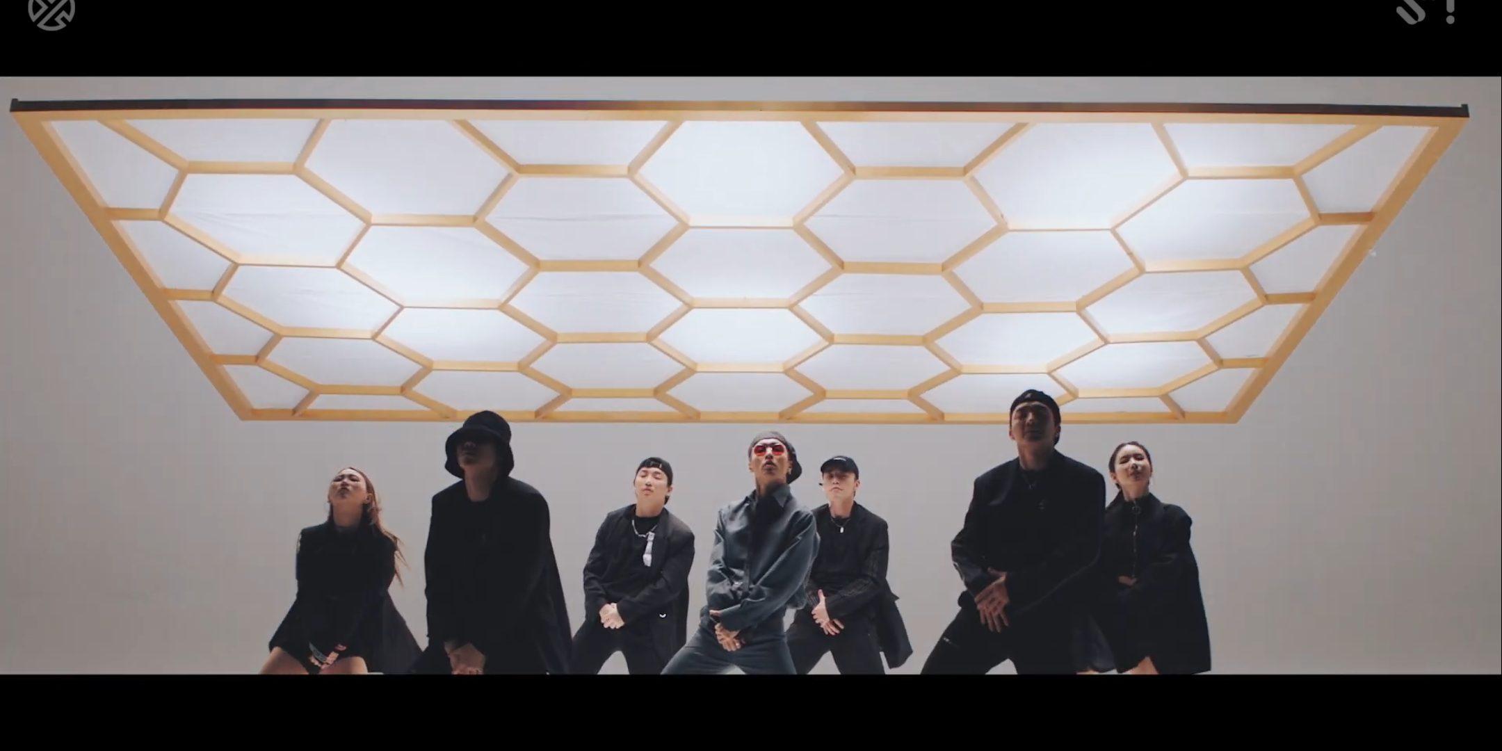 Giữa tình thế 'nước sôi lửa bỏng' nhà YG, Lay (EXO) bất ngờ tung MV 'Honey': Liệu ai sẽ ...