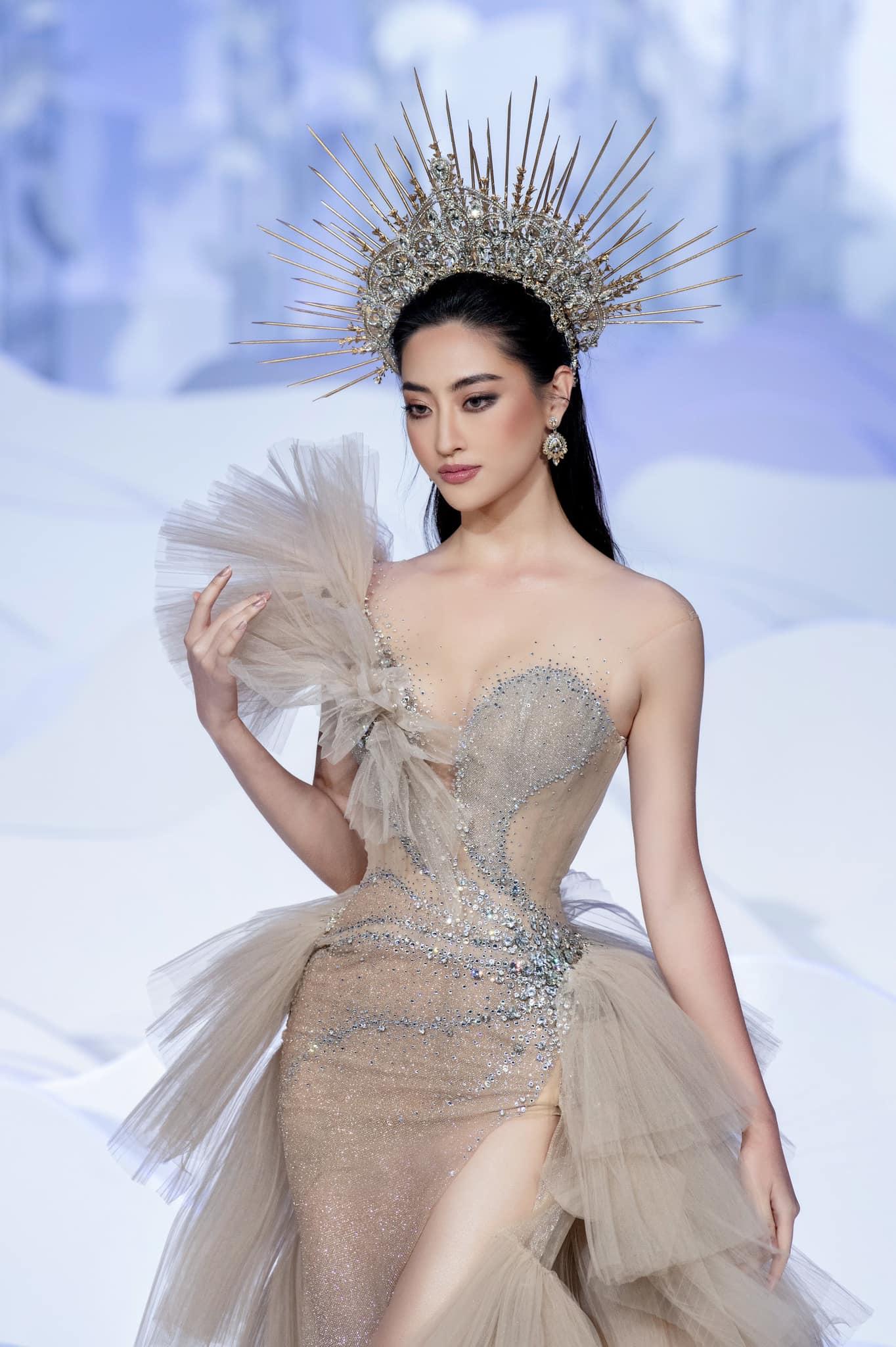 Lương Thùy Linh: 'Đôi lúc mệt mỏi vì gò mình theo chuẩn hoa hậu nhưng nhờ vậy, tôi trưởng thành hơn' Ảnh 3