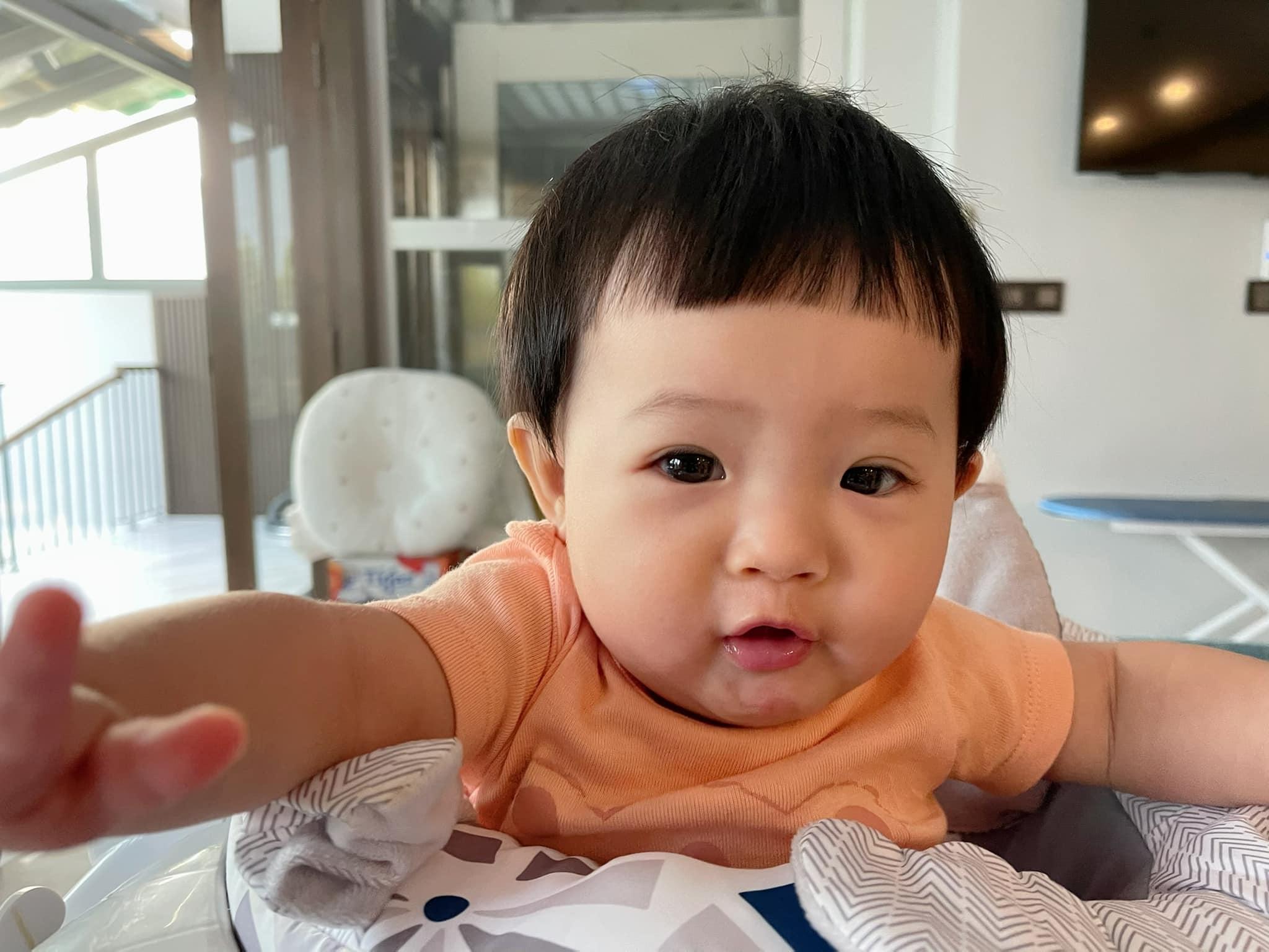 Thảo Linh con gái MC Quyền Linh gây sốt vì dung mạo xinh