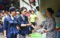 Học cách mua trái cây của Hương Giang để không mất tiền