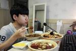Câu chuyện về cậu bé 14 tuổi kiếm gần 35 triệu đồng/đêm nhờ 'ăn trực tuyến'