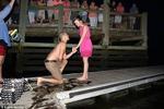 Nhẫn rơi xuống biển khi đang cầu hôn bạn gái và cái kết bất ngờ