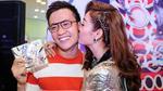 Minh Hằng ôm hôn Lương Mạnh Hải trong sự kiện