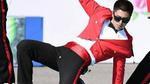 Yunho (TVXQ) bị rách quần vì diễn quá sung trên sân khấu quân đội