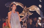 Đại bàng xuất hiện trong Elle fashion show