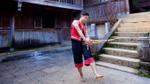 MC Nguyên Khang hóa chàng trai dân tộc Mông say sưa chơi khèn