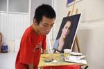 Chàng trai 9x khuyết tật tay chân vẽ tranh bằng miệng
