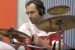 Petr Cech chơi trống cùng tuyển Séc thu âm ca khúc cho Euro 2016