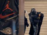 Đấu súng dữ dội ở ngoại ô Paris, Pháp quyết tâm bắt nghi phạm khủng bố