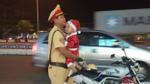 CSGT Đà Nẵng làm 'bảo mẫu' trong đêm Noel khiến cộng đồng mạng thích thú