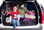 Cậu bé 8 tuổi quyên góp 398 cái chăn cho người vô gia cư