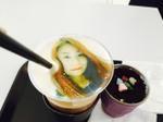 Giới trẻ Hàn Quốc phát cuồng với 'cà phê in mặt mình lên rồi uống'