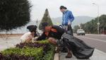 Người nước ngoài nhặt rác biển để 'tạm biệt' Việt Nam