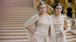 Gigi Hadid, Kendall Jenner tỏa sáng trong hậu trường Chanel Haute Couture