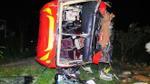 Hàng chục người bị thương khi xe chở sinh viên, công nhân về quê lật giữa đường