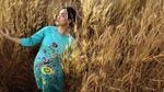 Hải Anh diện áo dài duyên dáng trước thềm Xuân