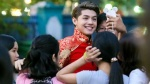 Noo Phước Thịnh được fan vây kín khi chạy show Tết
