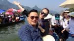 Jennifer Phạm tình tứ cùng chồng đi khai hội chùa Hương
