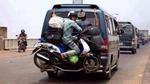 Bộ ảnh chứng tỏ sư phụ của 'người vận chuyển' là người Việt Nam