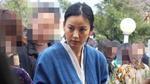 Có tài sản hơn 30 triệu đô la, Lee Hyori vẫn thích đi bán hàng ở chợ trời