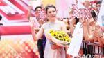 Hồ Quỳnh Hương đẹp xuất sắc trong thiết kế Việt, ngồi ghế nóng X-Factor