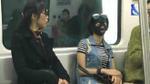 Tiết kiệm thời gian làm đẹp với mặt nạ ngủ ngay trên tàu điện ngầm