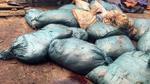 Đột kích cơ sở sản xuất 'mỡ ruồi bâu' ở Hà Nội