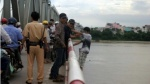 Cảnh sát cứu nữ sinh lớp 10 định nhảy cầu cùng bạn trai