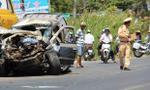 Xe 7 chỗ biển xanh bị tông bẹp rúm, 2 người bị thương nặng