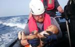 Thêm một em bé Syria chết đuối trên biển khiến cả thế giới rúng động