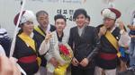 Thầy trò Đan Trường - Trung Quang được chào đón nồng nhiệt ở Hàn Quốc