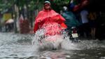 Nước ngập lênh láng trước cổng sân bay Tân Sơn Nhất