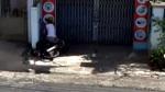 Hài hước cảnh nam thanh niên mất lái tông thẳng xe vào tường, vứt xe lại đi về