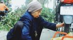 Cụ bà 88 tuổi vá xe trên phố Hà Nội: 'Tập thể thao mỗi ngày và quyết làm việc đến hơi thở cuối'