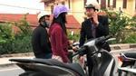 Hà Nội: Cô gái trẻ đi xe SH bật khóc vì bị cướp túi xách