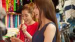 Chi Pu giản dị không ngờ, rủ Á hậu Lee Sarah đi chợ Bến Thành