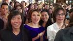 Bắt gặp khoảnh khắc Mỹ Tâm làm khán giả, đứng vỗ tay nghe Hoài Linh hát 'Dạ cổ hoài lang'