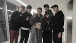 Seventeen chụp hình chung và tặng album cho Sơn Tùng M-TP