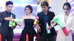 Tim - Trương Quỳnh Anh cùng vợ chồng Tú Vi khéo léo trổ tài làm bartender tại sự kiện
